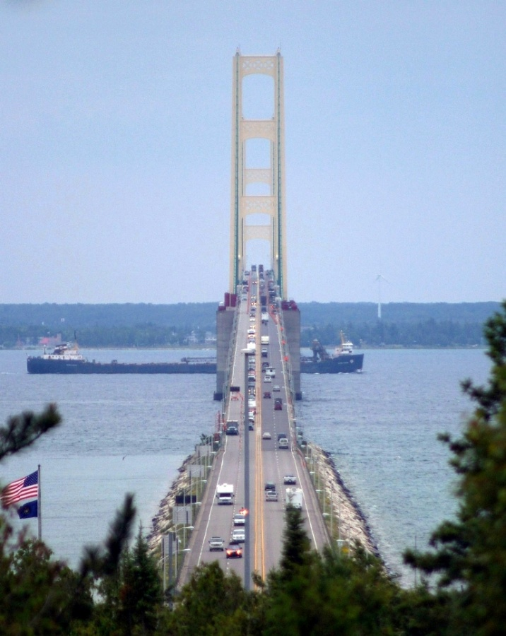 Freighter_passing_under_Mackinac_Bridge The World's 15 Scariest Bridges that Will Freeze Your Heart