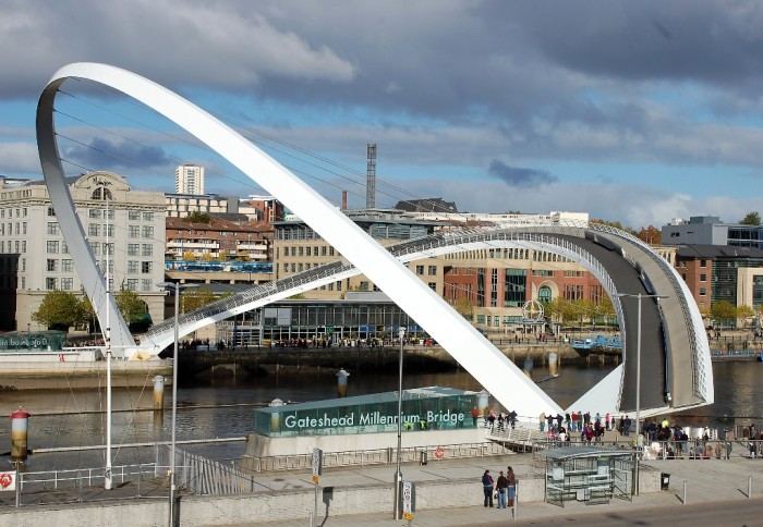 Gateshead_Millennium_Bridge_-_coming_down Have You Ever Seen Breathtaking & Weird Bridges Like These Before?