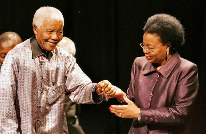 "Graca-machel-and-mandela-690x450 The Anti-apartheid Icon "" Nelson Mandela "" Who Restored His People's Pride"