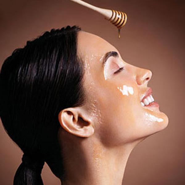 Honey-mask-moisturize-the-skin-natural-skin-moisturizer1 Top 10 Health Benefits Of Honey