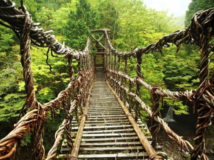 Iva-valley The World's 15 Scariest Bridges that Will Freeze Your Heart