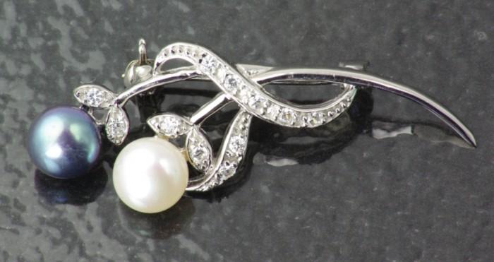 Mixed_Pearl_Brooch_BRFWP9000 50 Wonderful & Fascinating Pearl Brooches
