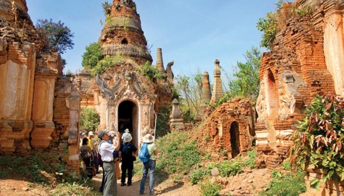 Myanmar-WMYQ-myanmar-walking Top 10 Worst Governments in the World