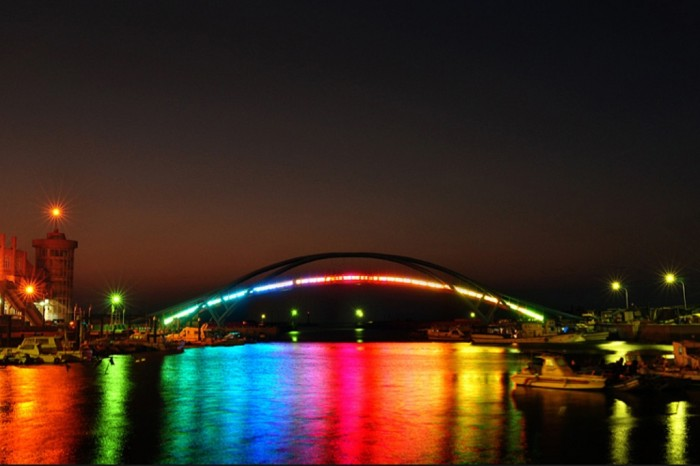 Rainbow-Bridge-Tokyo-Japan-1 Have You Ever Seen Breathtaking & Weird Bridges Like These Before?