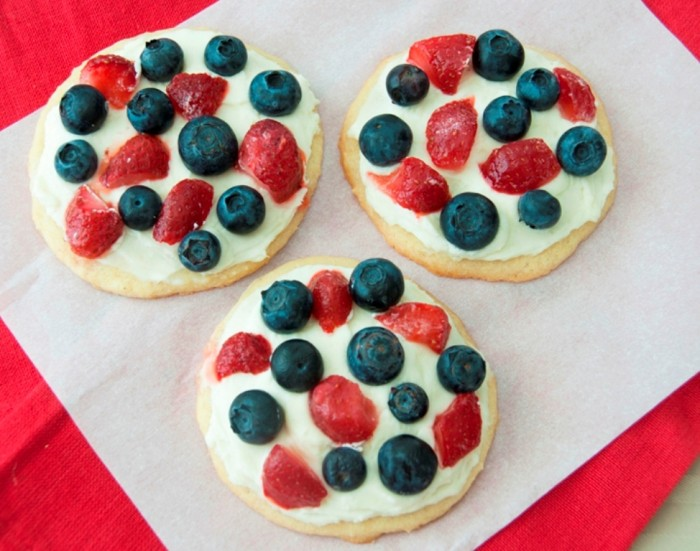 Red-White-Blue-Mini-Fruit-Pizzas-2 Do You Like Fruit Pizza? Learn How to Make It on Your Own