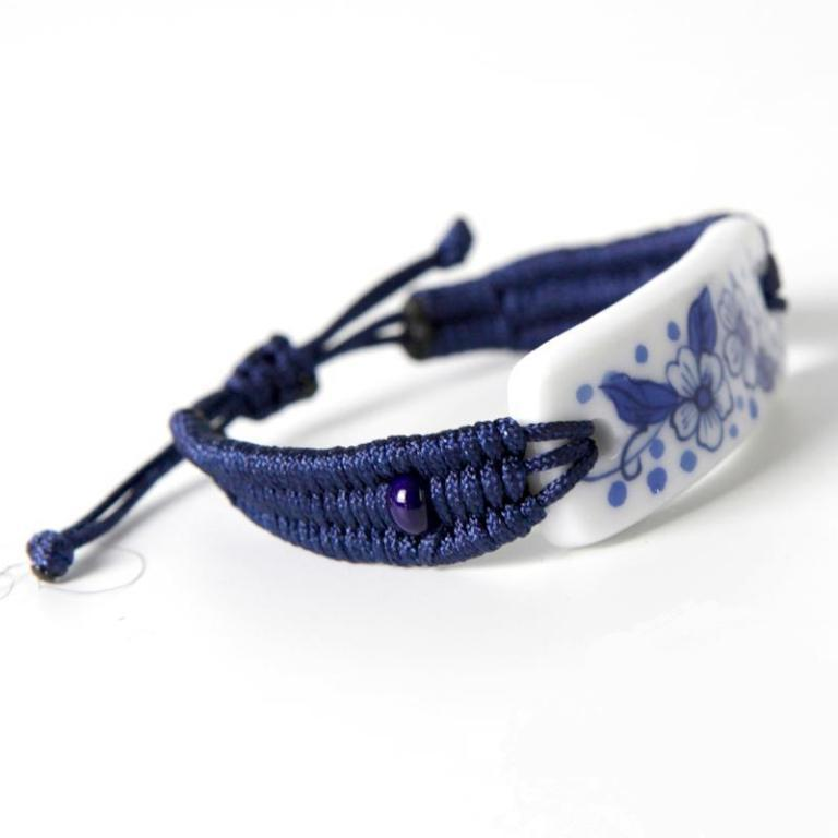 Retro-fashion-jewelry-blue-and-white-pattern-woven-bracelet-jewelry-wearing-fresh-and-generous-men-a29571 40 Elegant & Catchy Handmade Men's Jewelry