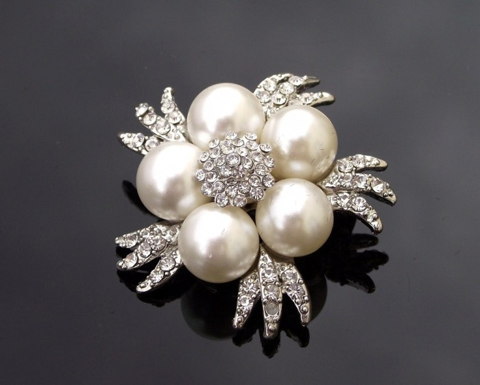 TR196-pearl-brooch-ivory-2 50 Wonderful & Fascinating Pearl Brooches