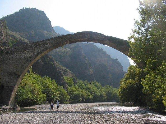 The-Old-Bridge-of-Konitsa The World's 15 Scariest Bridges that Will Freeze Your Heart