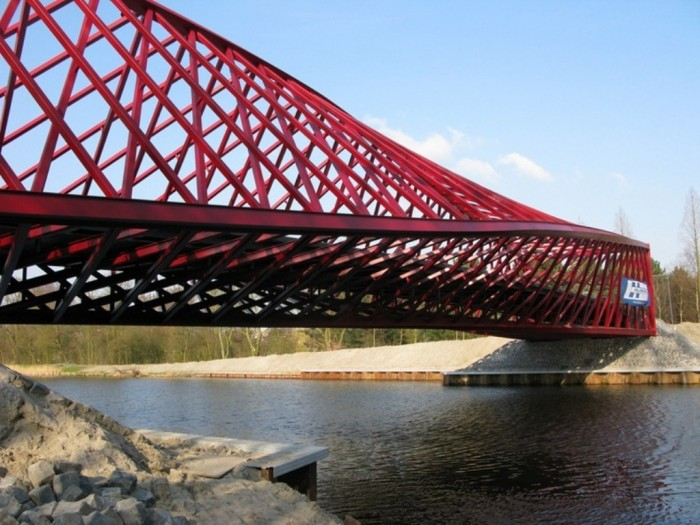 Twisted-Bridge Have You Ever Seen Breathtaking & Weird Bridges Like These Before?