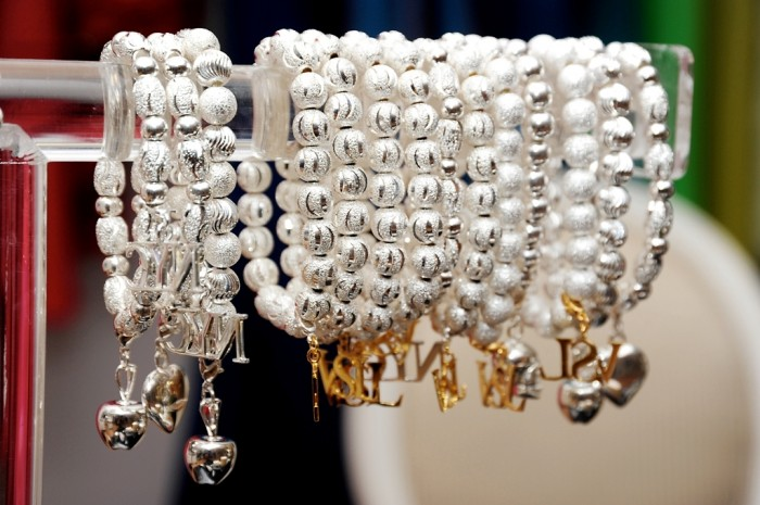 VSL-Jewelry1 Show Your Endless Love to Your Lover with These Unique Cuffs & Bracelets of Love