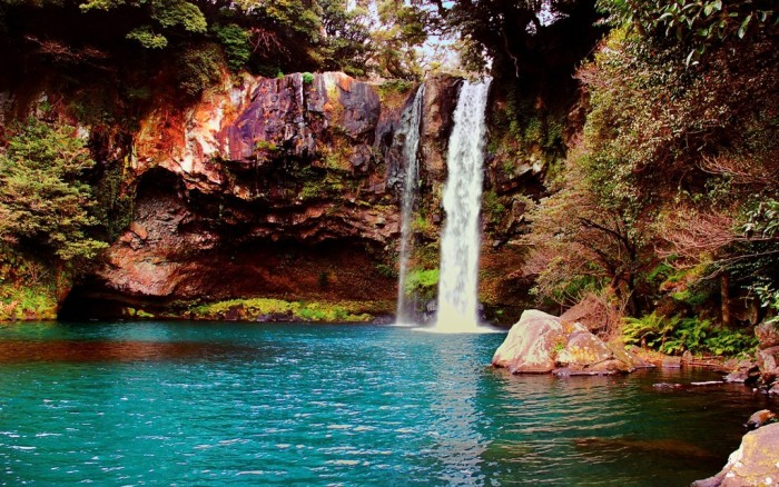 Waterfall_on_Jeju_Island_Korea Top 10 Richest Governments in the World