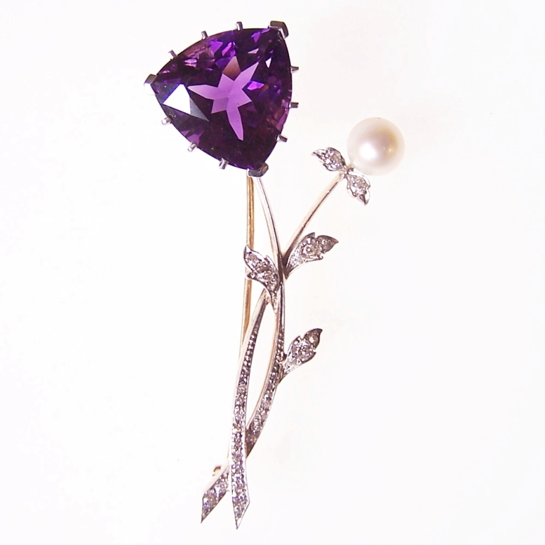 amethyst_and_pearl_brooch 50 Wonderful & Fascinating Pearl Brooches
