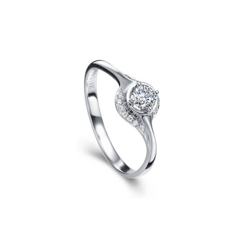 antique-luxury-design-round-diamond-solitaire-engagement-ring 35 Fascinating & Stunning Round Solitaire Engagement Rings