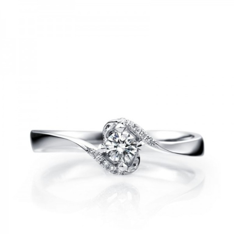 beautiful-antique-style-round-solitaire-engagement-ring 35 Fascinating & Stunning Round Solitaire Engagement Rings