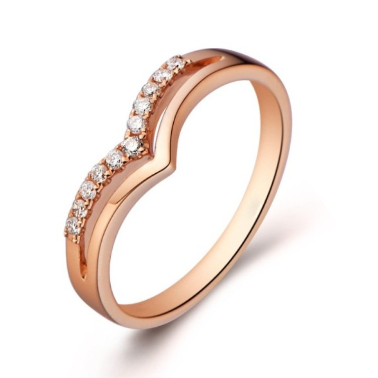 beautiful-diamond-wedding-band-on-18ct-rose-gold Top 60 Stunning & Marvelous Rose Gold Wedding Bands