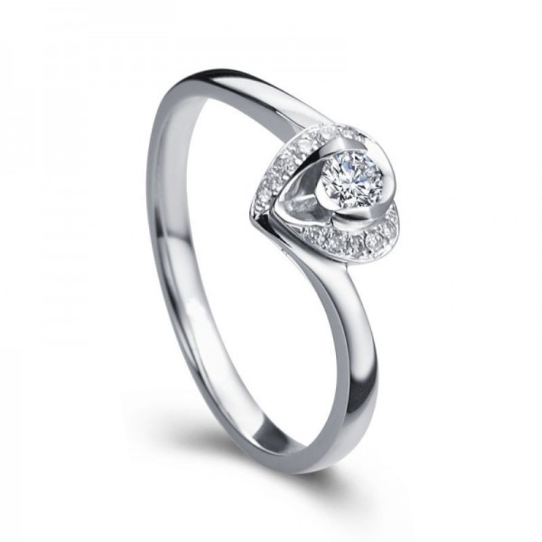 bestselling-heart-shaped-round-solitaire-diamond-engagement-ring 35 Fascinating & Stunning Round Solitaire Engagement Rings