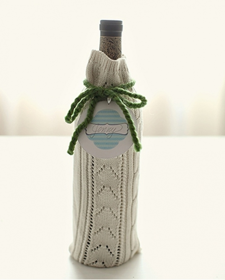 cute-sweater-wine-bottle-gift-wrap 40 Creative & Unusual Gift Wrapping Ideas