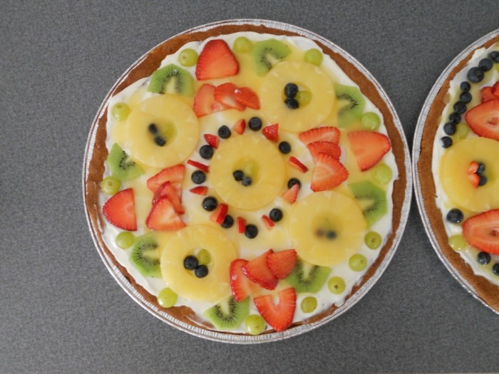 fruit-pizza1 Do You Like Fruit Pizza? Learn How to Make It on Your Own