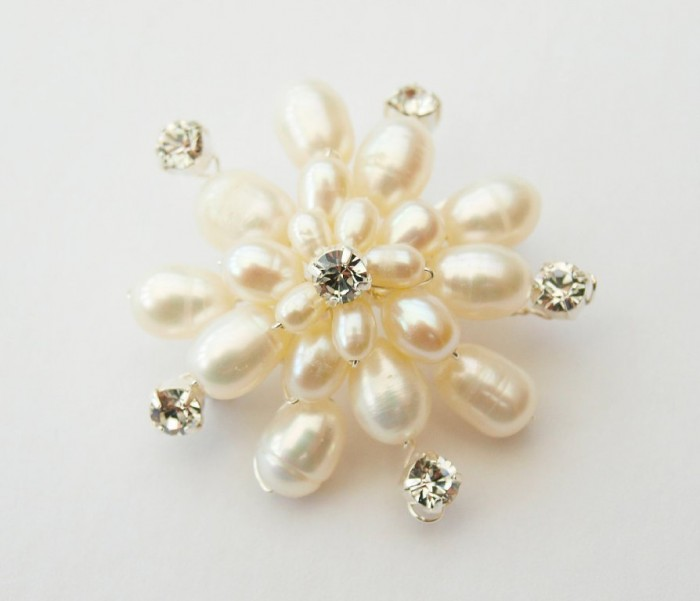 il_fullxfull.358437717_niob 50 Wonderful & Fascinating Pearl Brooches