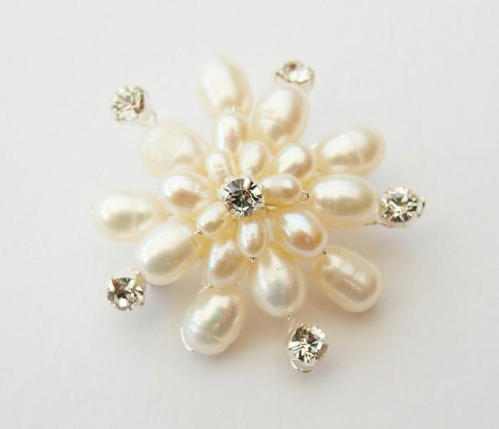 il_fullxfull.358437717_niob 50 Wonderful & Fascinating Pearl Brooches
