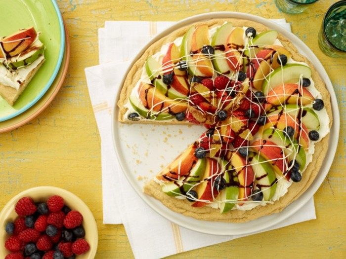kssp02_fruitpizza_lg Do You Like Fruit Pizza? Learn How to Make It on Your Own