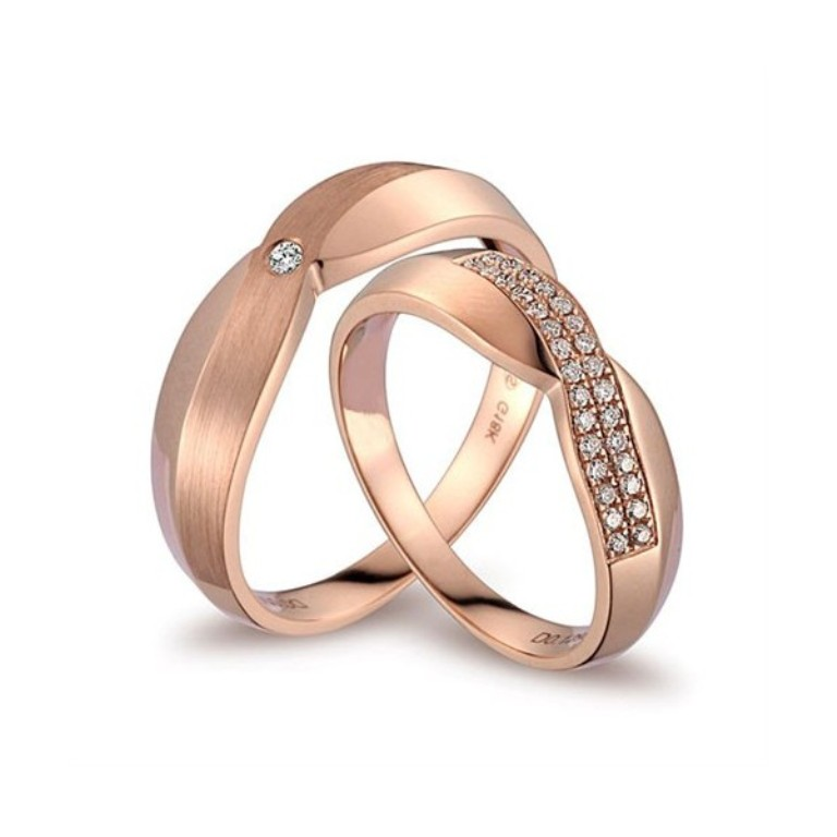 luxurious-diamond-couples-wedding-ring-bands-on-18k-rose-gold Top 60 Stunning & Marvelous Rose Gold Wedding Bands