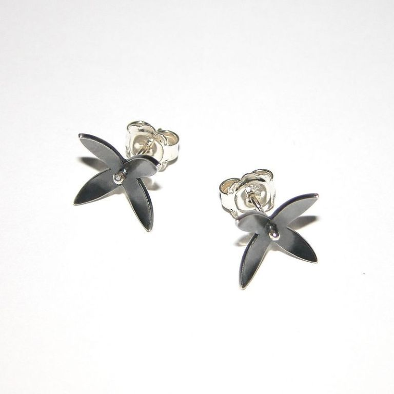 madebyhandonlinecom_Floral_CLEMATIS_earrings-0x800 45 Unusual and Non-traditional Earrings