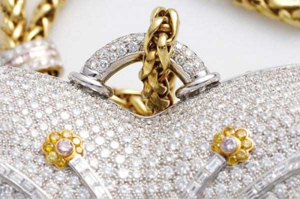 mouawad-diamond-purse_08 69 Most Expensive Diamond Purses in The World