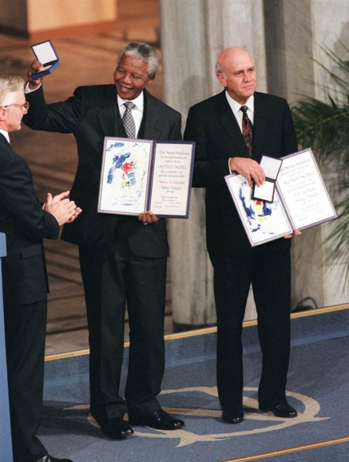 """nelson-mandela-and-de-klerk-were-jointly-awarded-the-nobel-peace-prize-at-a-ceremony-in-oslo-norway-on-dec-10-1993-de-klerk-would-go-on-to-serve-as-one-of-mandelas-deputy-presidents The Anti-apartheid Icon """" Nelson Mandela """" Who Restored His People's Pride"""