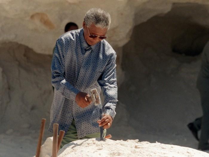 "nelson-mandela-quarry The Anti-apartheid Icon "" Nelson Mandela "" Who Restored His People's Pride"