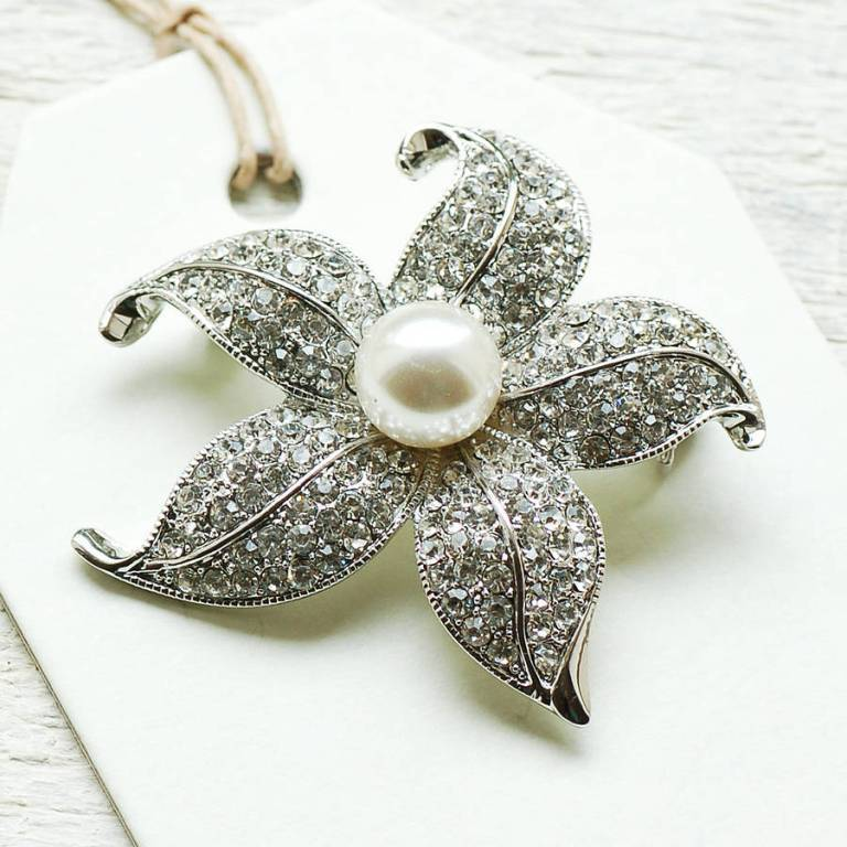 original_vintage-style-pearl-flower-brooch 50 Wonderful & Fascinating Pearl Brooches