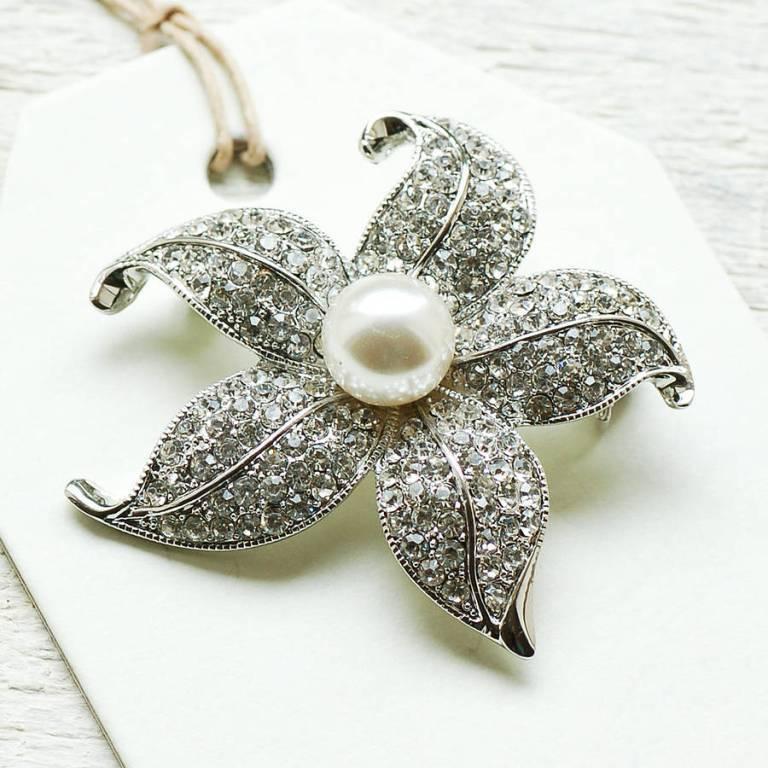 original_vintage-style-pearl-flower-brooch 50 Wonderful & Fascinating Pearl Brooches