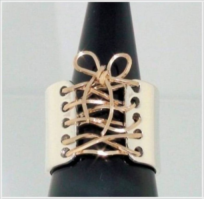 shoelace-ring 40 Unique & Unusual Wedding Rings for Him & Her