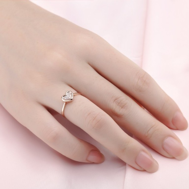stunning-heart-shape-diamond-engagement-ring-on-18ct-rose-gold Top 70 Dazzling & Breathtaking Rose Gold Engagement Rings