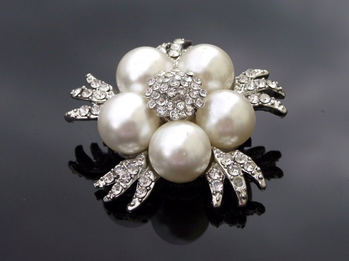 t196-pearl-wedding-brooch-ivory-5 50 Wonderful & Fascinating Pearl Brooches