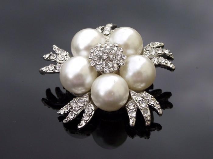 t196-pearl-wedding-brooch-ivory-5 50 Wonderful & Fascinating Pearl Brooches