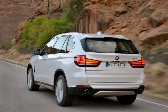 the-boss-is-back-bmw-s-f15-x5-on-the-road-videophoto-gallery_9 2014 BMW Cars for More Luxury to Enjoy Driving on the Road