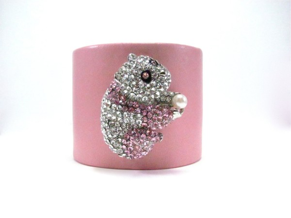 100043.317992 49 Famous Forearm Jewelry Pieces