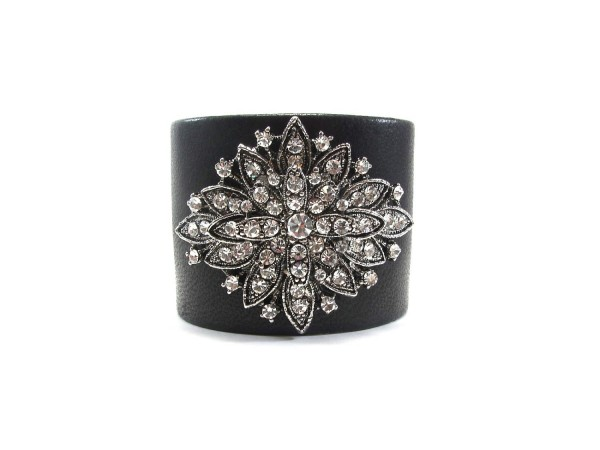 100043.318208 49 Famous Forearm Jewelry Pieces