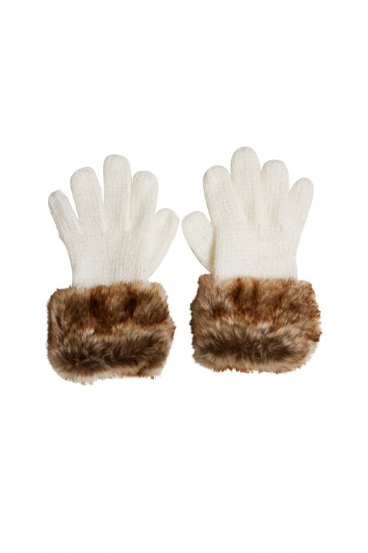 105000002351_01 Top 79 Stylish Winter Accessories in 2018
