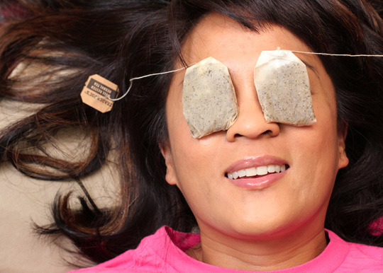 5-ways-to-depuff-eyes Do You Know The Causes Of Your Puffy Eyes?!