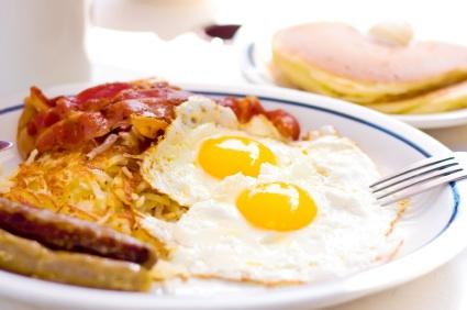 76896-425x282-Baconeggs Top 9 Foods Which Are High In Cholesterol And You Have To Avoid