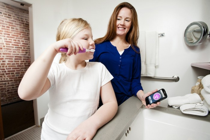 Beam-with-Mom-and-Kid Learn How To Brush Your Teeth In The Right Way