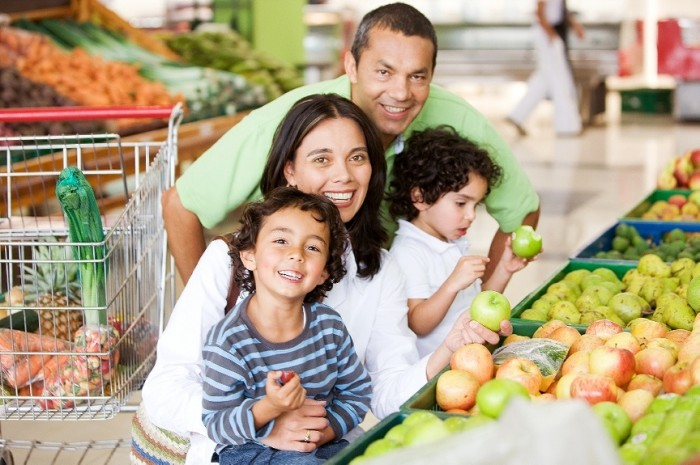 Family-at-supermarket7 5 Simple Ways To Stop Overeating On Holidays