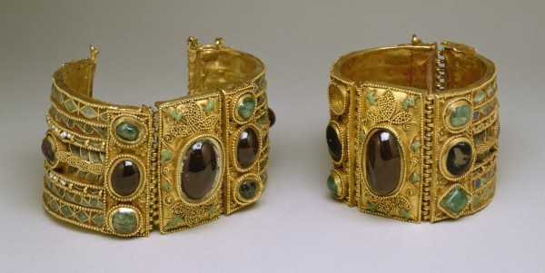 Greek_-_Bracelets_from_the_Olbia_Treasure_-_Walters_57375_57376_-_Group-1 49 Famous Forearm Jewelry Pieces