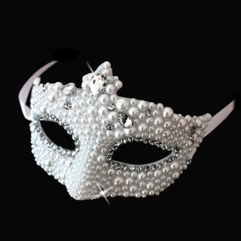Rhinestone-Masquerade-Mask-Wallpaper 89+ Most Stylish Masquerade Masks in 2020