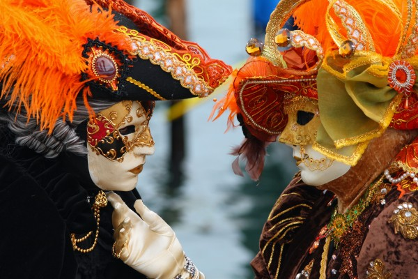 Venice_Carnival_-_Masked_Lovers_2010 89+ Stylish Masquerade Masks in 2017