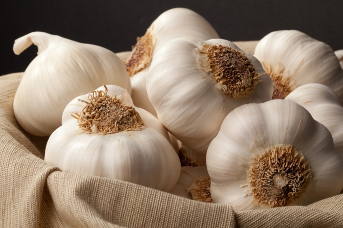 christopherranch_white_garlic_on_black_3_72 Top 6 Foods To Lower Your Cholesterol Naturally