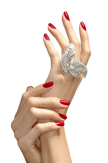 hbz-november-2012-beauty-hands-aging-lgn 10 Ways To Get Beautiful Hands