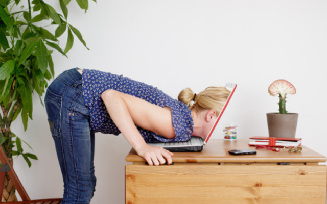 internet-addict 10 Signs You Might Be An Internet-Addicted